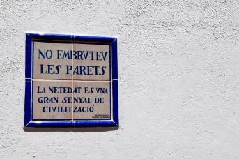 Wall plaque requesting no graffiti